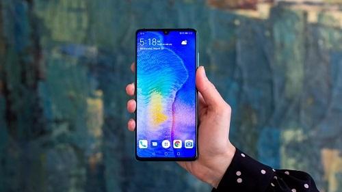 Doanh thu của Huawei chủ yếu đến từ các mẫu smartphone cũ. Ảnh: Cnet.