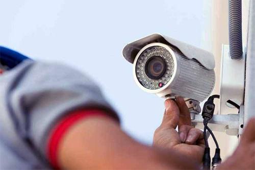 Camera giám sát cónguy cơ làm rò rỉ hình ảnh cá nhân. Ảnh: Holistic.