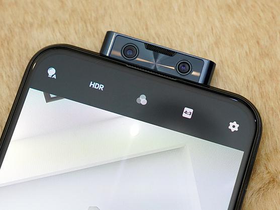 Camera pop-up trên một mẫu smartphone của Vivo. Ảnh: Huy Đức