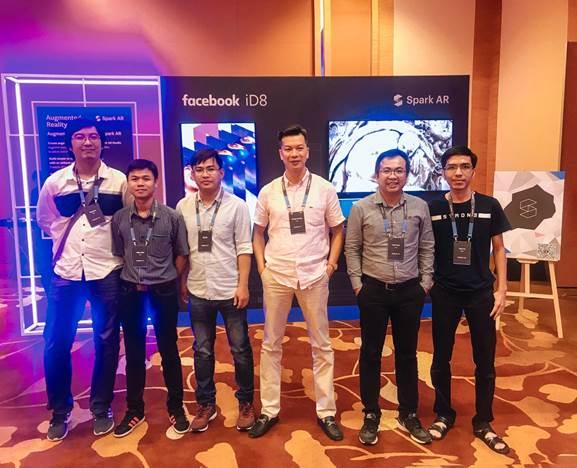 Team Jingo tại Facebook iD8 tại Singapore, diễn ra vào tháng 8.