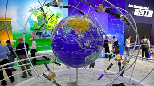 Một mô hình của Hệ thống vệ tinh dẫn đường BeiDou tại Triển lãm hàng không và hàng không vũ trụ quốc tế Trung Quốc 2018. Ảnh : AP