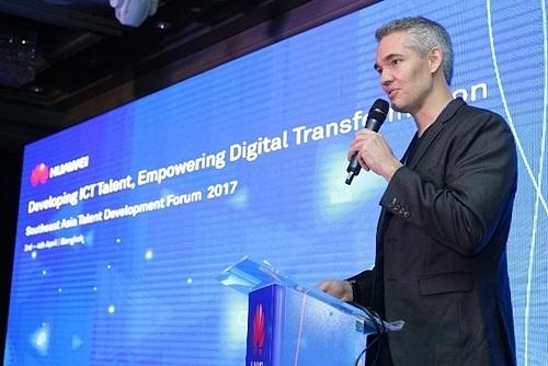 Ông Michael MacDonald - Giám đốc Kỹ thuật số, Tư vấn trưởng của Huawei Đông Nam Á.