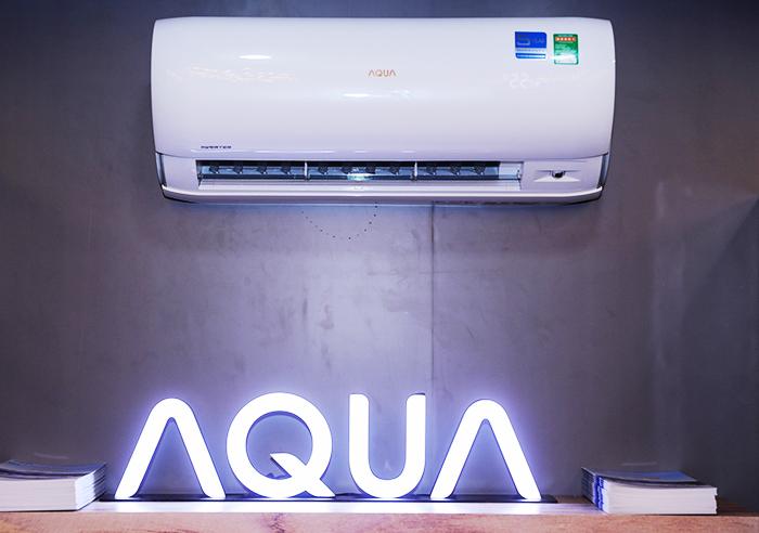 Thiết kế ngõ khí rộng, dàn lạnh dài hơn giúp tăng lượng khí thổi. Đây là dòng máy hai chiều, có thể làm lạnh và sưởi ấm. Ngoài ra, máy còn được trang bị công nghệ tự làm sạch Aqua Fresh, góp phần bảo vệ sức khỏe người dùng. Đồng thời bổ sung thêm tính năng luồng gió 4 chiều, giúp luồng khí lan rộng và trải đều đến khắp căn phòng.