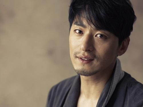 Joo Jin Mo, nam diễn viên chính trong phim Hoàng hậu Ki bị hacker phát tán tin nhắn cá nhân để cảnh cáo. Ảnh: Asian Crush.