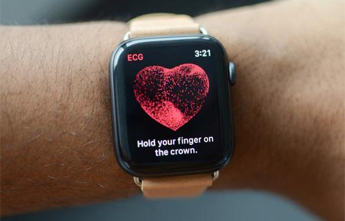 Tính năng đo nhịp tim là một trong những điểm nổi bật của Apple Watch. Ảnh: DigitalTrends.