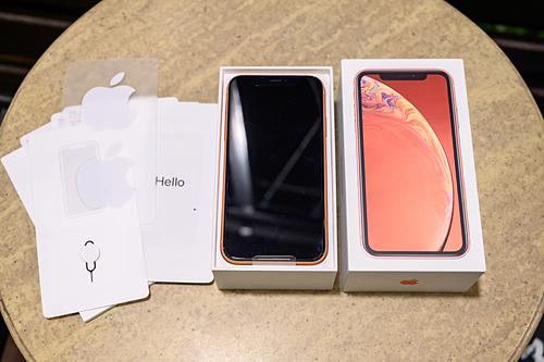 iPhone XR có giá rẻ, cấu hình cao nhưng không được chuộng tại Việt Nam. Ảnh: Huy Đức