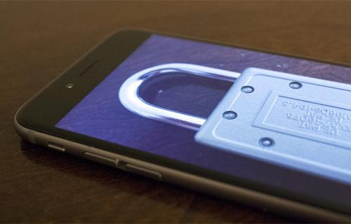 Apple hai lần từ chối mở khóa iPhone của các nghi phạm. Ảnh: Brightside.
