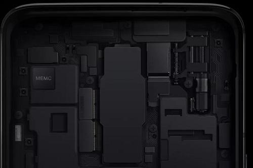 Chip MEMC chuyên dụng hứa hẹn giúp màn hình OnePlus 8 hiển thị chuyển động mượt mà và tự nhiên hơn. Ảnh: The Verge.