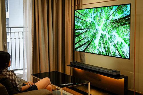 Khoảng cách xem phù hợp là gấp đôi kích cỡ TV (độ dài đường chéo màn hình). Ảnh: Tuấn Anh.