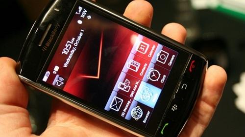 Vào năm 2008, BlackBerry Storm đã bị chỉ trích là sản phẩm thiếu giá trị cốt lõi của thương hiệu BlackBerry với bàn phím cảm ứng phản hồi quá chậm và gặp nhiều lỗi. Ảnh: Gizmodo.