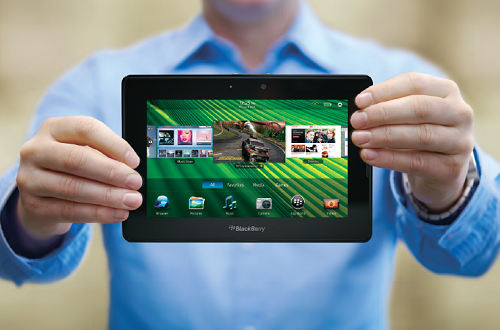 Máy tính bảng BlackBerry PlayBook chạy trên hệ điều hành QNX, tiền thân của BB 10. Ảnh: TheUnlkr.