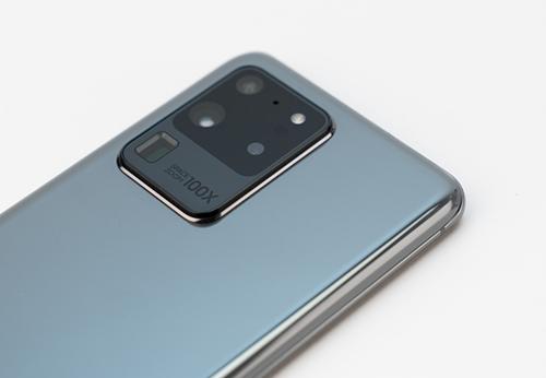 Camera Galaxy S20 Ultra có thể zoom 100x. Ảnh: Huy Đức.