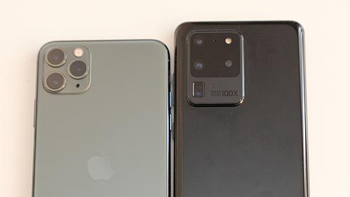 Galaxy S20 Ultra giá cao hơn 300 USD so với iPhone 11 Pro Max. Ảnh: Huy Đức