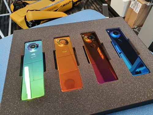 Smartphone Project Gem thiết kế độc đáo nhưng không kịp ra mắt của Essential. Ảnh: Medium.