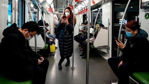 Trung Quốc dùng smartphone để xác định người đã đi qua tâm dịch. Ảnh: NY Times.