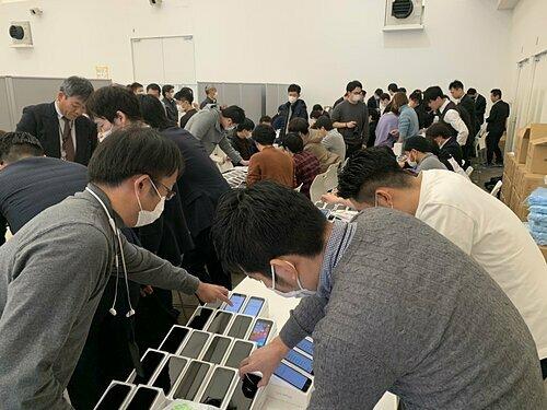2.000 chiếc iPhone được Nhật phát cho du thuyền Diamond Pricess trong nỗ lực dập tắt dịch Covid-19. Ảnh: masajun
