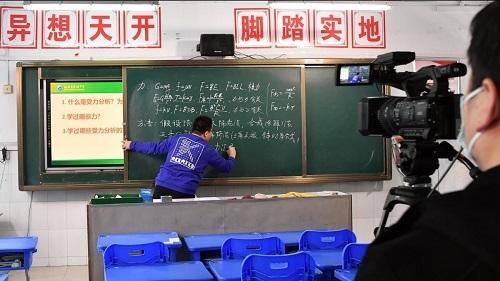 Dù các trường học tạm thời đóng cửa, học sinh và giáo viên
