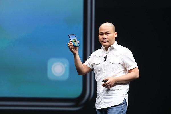 CEO Nguyễn Tử Quảng tại lễ ra mắt chiếc Bphone 3 ngày 10/10/2018.