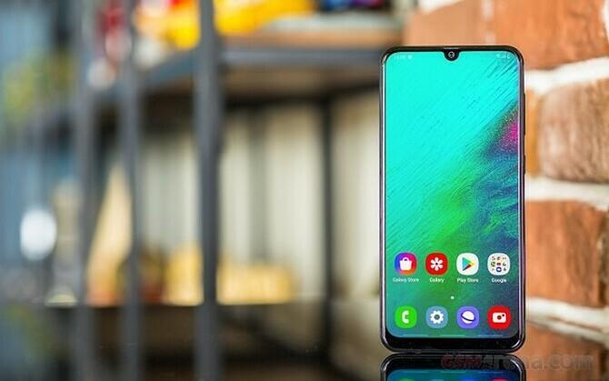 Smartphone tầm trung giảm giá tiền triệu - 2