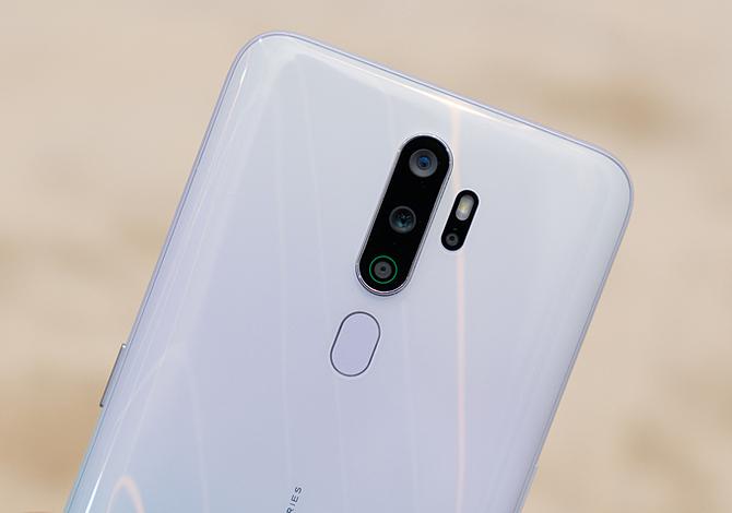 Smartphone tầm trung giảm giá tiền triệu - 1