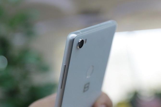 Bphone 3 được trang bị một camera ở mặt sau. Ảnh: Tuấn Hưng.