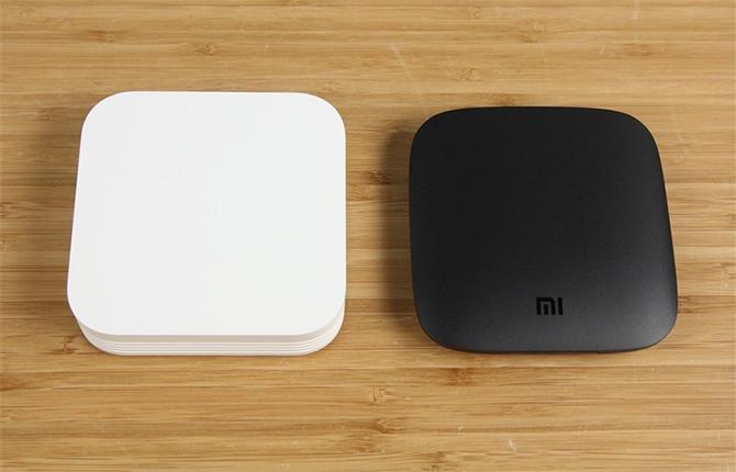 Mi Box bản nội địa (bên trái) và Mi Box 4K bản quốc tế.
