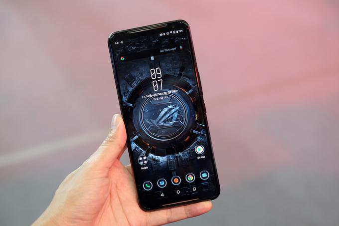 ROG Phone 2 có giá hơn 20 triệu đồng ở Việt Nam. Ảnh: Tuấn Hưng.