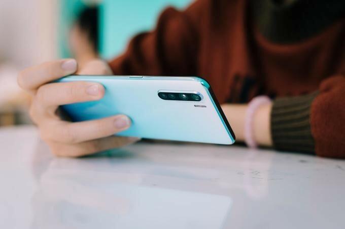 Dù là ở nhà cả ngày, người dùng vẫn có thể thoải mái sáng tạo, giải trí với smartphone của Oppo.