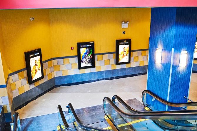 Rạp chiếu phim đóng cửa đem về số lượng lớn người dùng mới cho Netflix và YouTube. Ảnh: NYTimes.