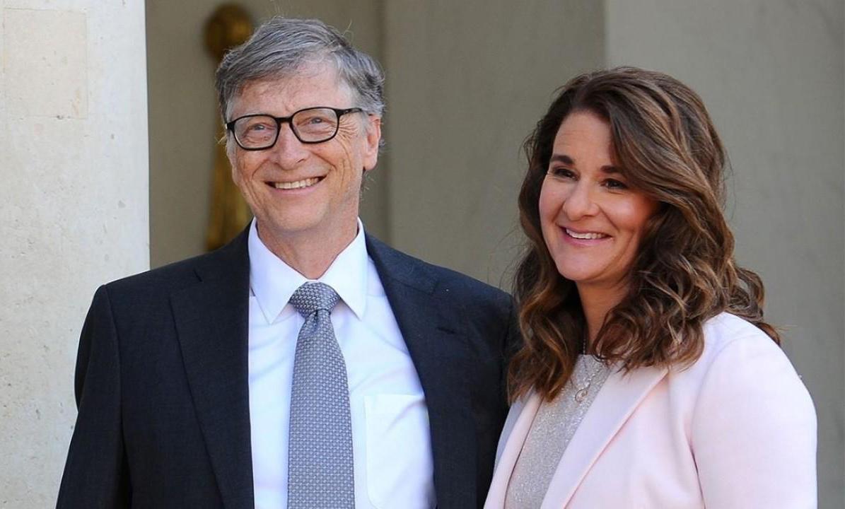 Bill Gates (bên trái) và vợ Melinda (bên phải) đang có nhiều hoạt động thiện nguyện. QuỹBill & Melinda Gates Foundation vừa đóng góp 100 triệu USD để chống dịch Covid-19, trong đó tài trợ thiết bị y tế, điều trị cho bệnh nhân bị nhiễm và thúc đẩy nghiên cứu vắc-xin. Ảnh:Bill & Melinda Gates Foundation.