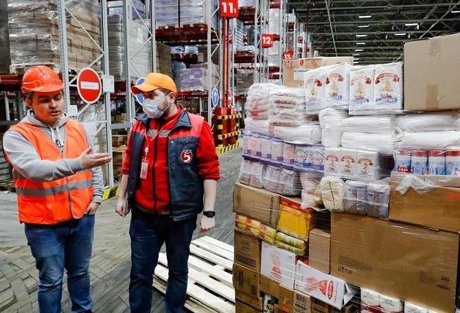 Amazon tuyển thêm hàng ngàn công nhân vì nhu cầu đặt hàng trực tuyến lớn chưa từng có vào thời điểm này trong năm. Ảnh: Forbes.