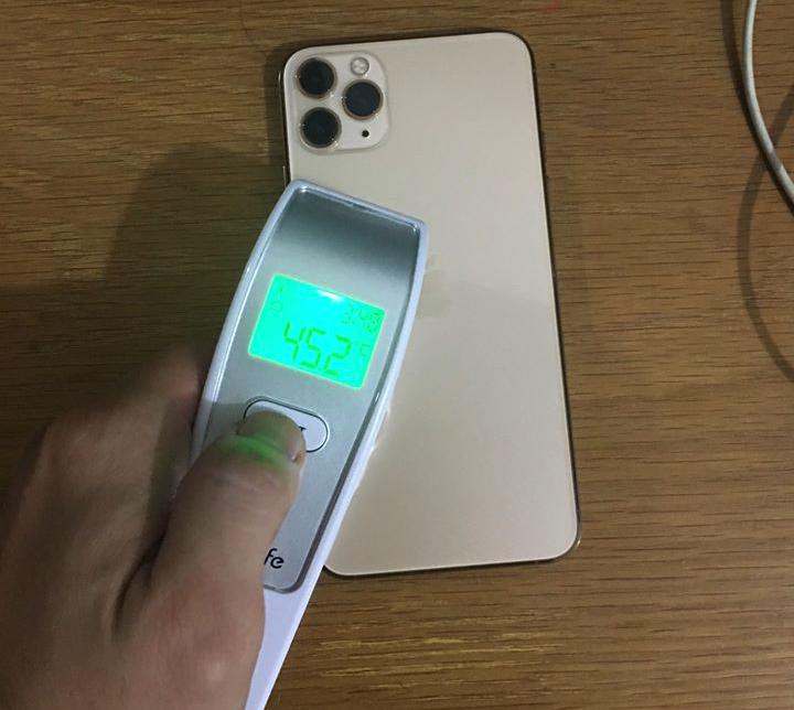 iPhone 11 Pro bị nóng máy sau khi cập nhật. Ảnh: Nguyễn Bảo.