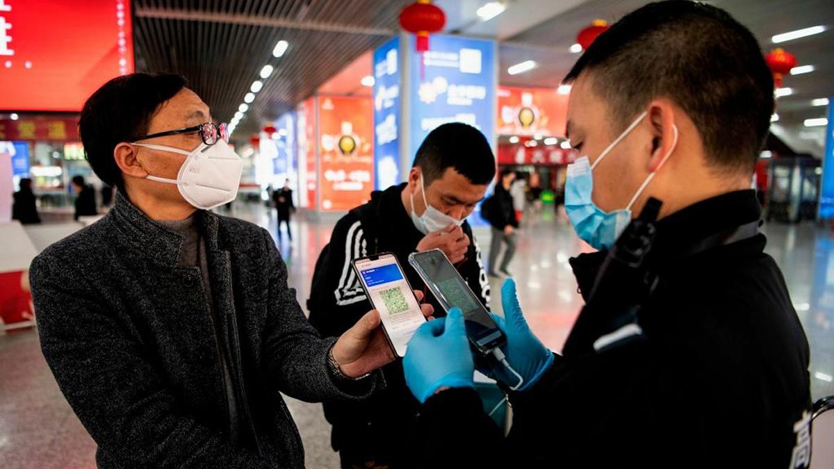 Trung Quốc phân biệt tình trạng sức khỏe người dân qua mã QR.Ảnh:AFP.