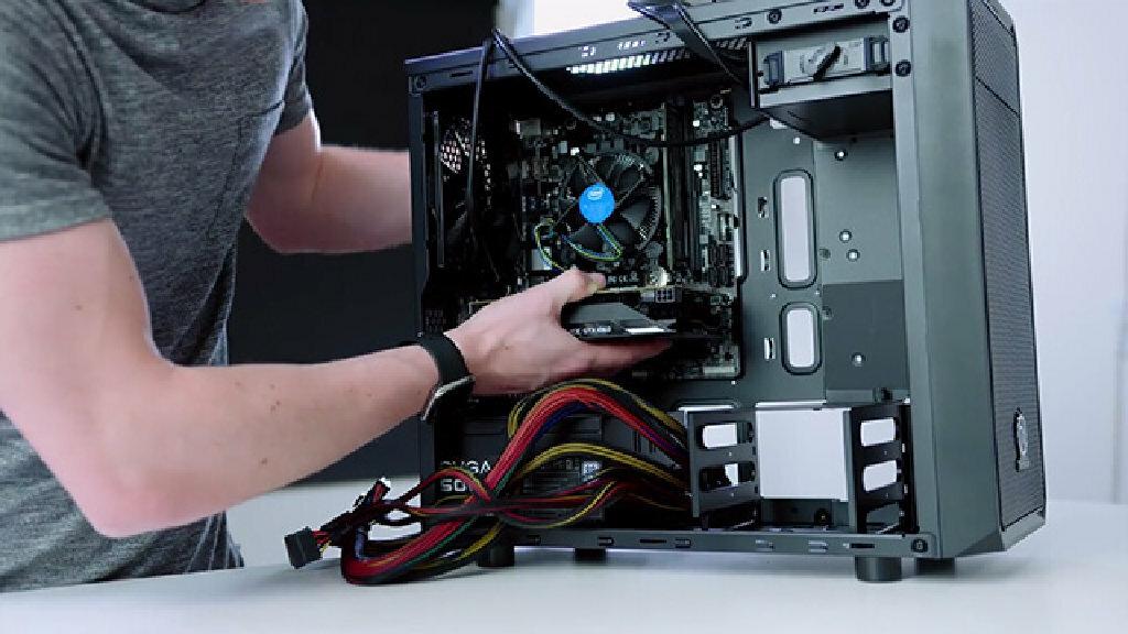 Nhiều người chọn lắp máy tính thay vì mua nguyên bộ. Ảnh: Lalafo.