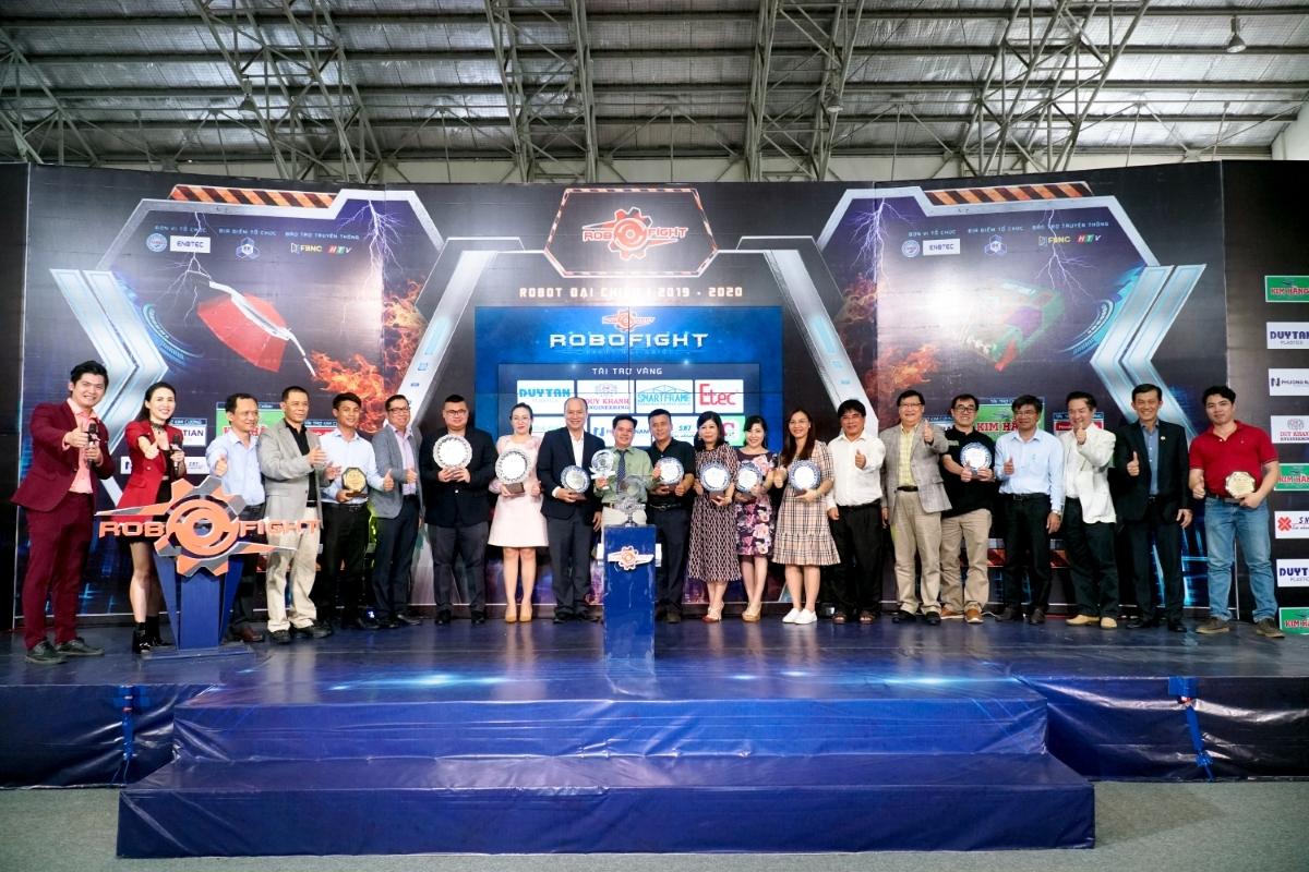 Cuộc thi mùa thứ hai cũng ghi nhận sự đồng hành từ nhiều doanh nghiệp, hỗ trợ ban tổ chức kinh phí để mang đến trải nghiệm thi đấu tốt nhất cho các sinh viên.