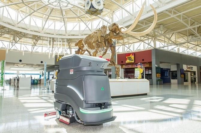 Robot Avidbots Neo được sử dụng tại sân bay quốc tế Cincinnati/Bắc Kentucky kể từ đầu năm 2020. Ảnh: CVG.