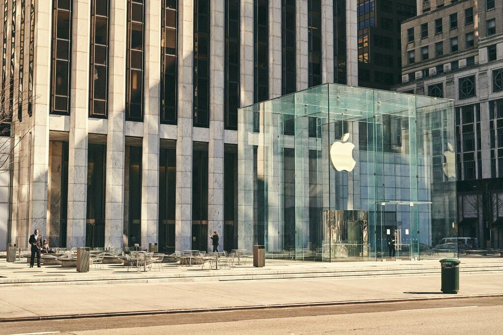 Apple Store ở New York đóng cửa trong đại dịch. Ảnh: New York Times.