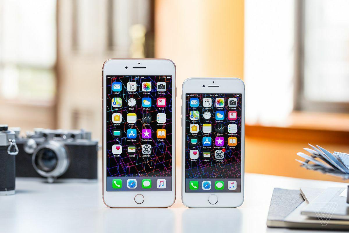 iPhone 8 và iPhone 8 Plus. Ảnh: The Verge.