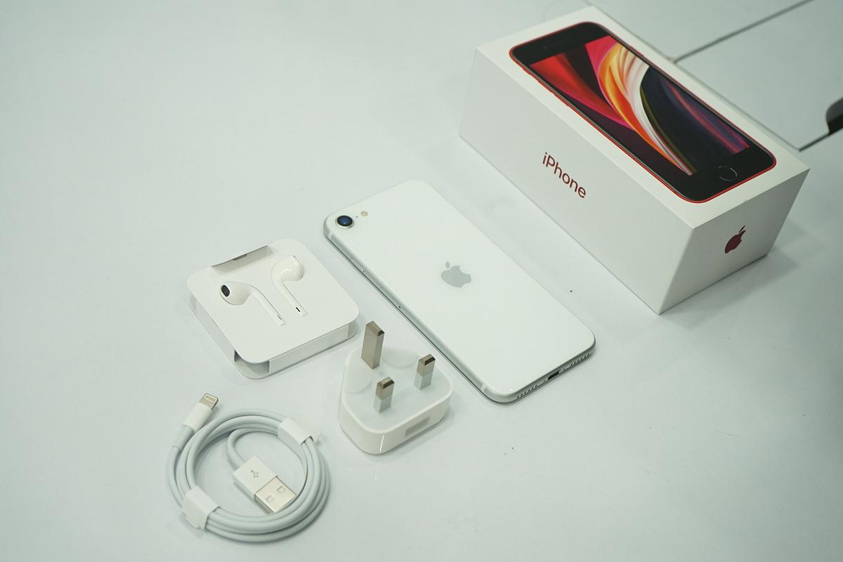 iPhone SE 2020 đã có mặt ở Việt Nam từ tối 23/4. Ảnh: Bảo Lâm.