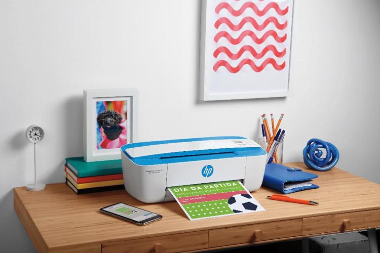 HP DeskJet Ink Advantage nhỏ gọn đầy màu sắc dành cho gia đình.