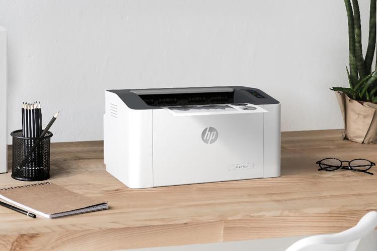Máy in HP Laser 107w có thiết kế nhỏ gọn đáp ứng nhu cầu in ấn cơ bản.