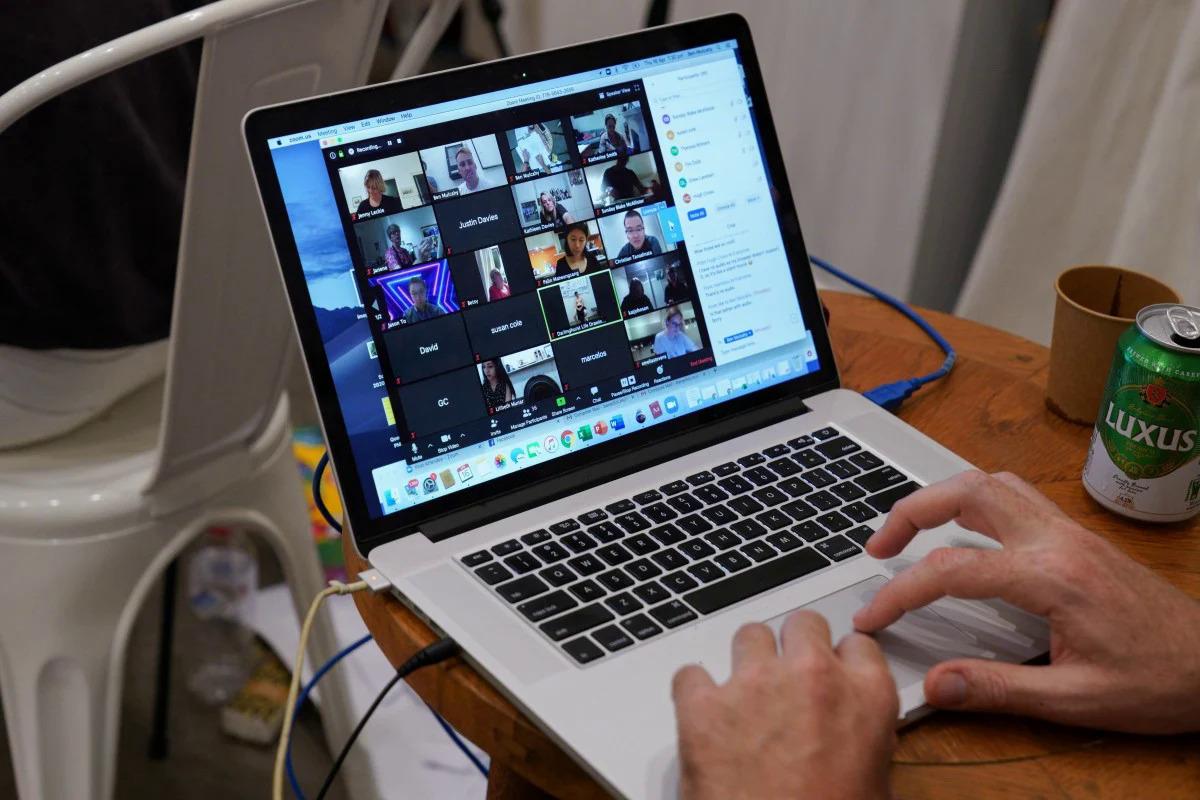 Zoom hiện được sử dụng phổ biến để họp online. Ảnh: Reuters.