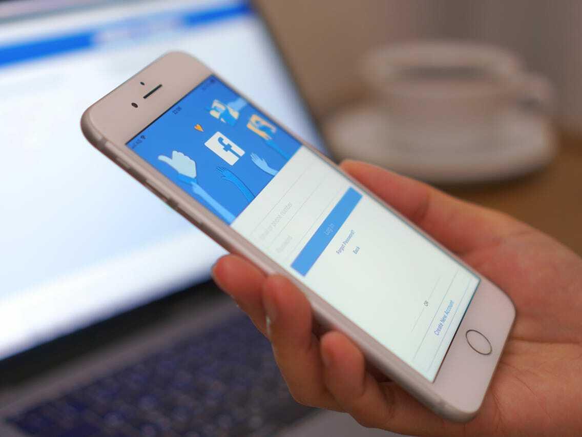 Nhiều ứng dụng iOS gặp sự cố sau khi tính năng Đăng nhập bằng Facebook bị lỗi. Ảnh: Shutterstock.