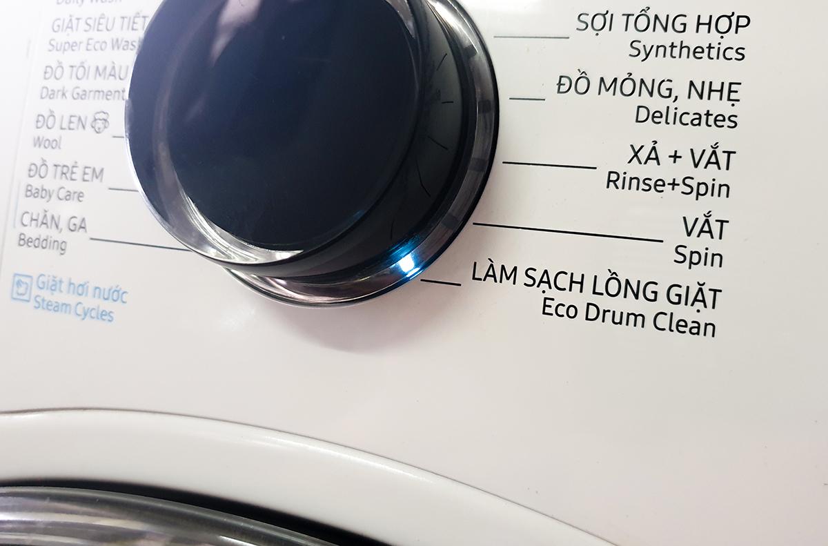 Chế độ Làm sạch lồng giặt được khuyến cáo sử dụng mỗi tháng một lần. Ảnh: Bảo Lâm.