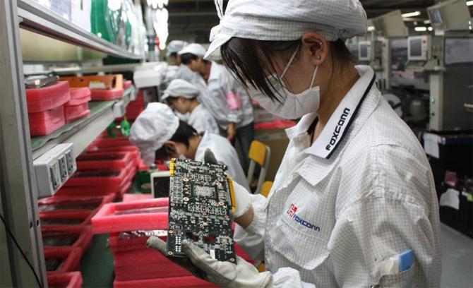 Công nhân nhà máy Foxconn bắt đầu quay lại làm việc từ cuối tháng 3 sau hơn một tháng nghỉ.