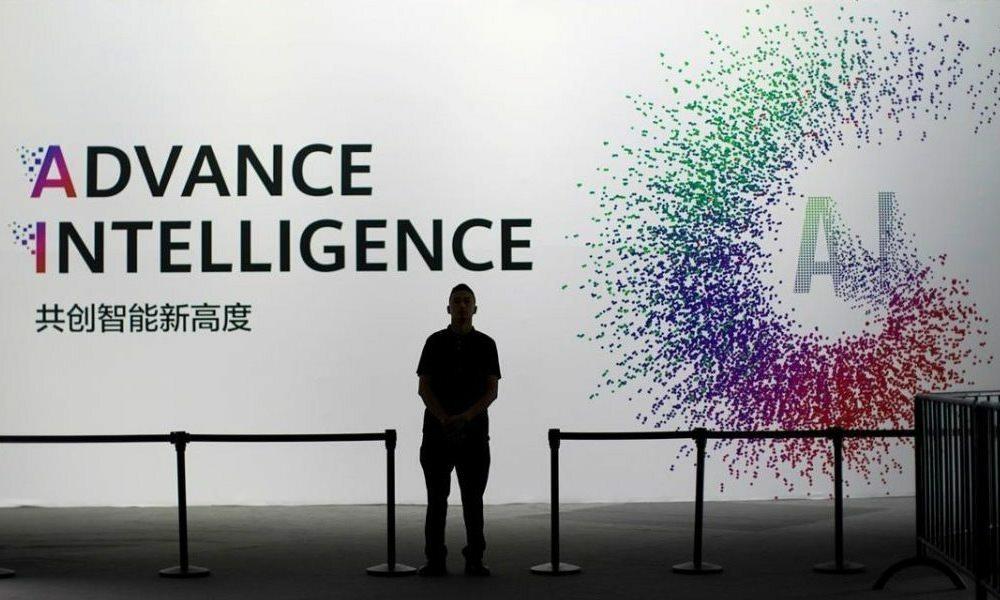 Biển hiệu AI bên ngoài sự kiện Huawei Connect tại Thượng Hải hồi năm 2019. Ảnh: Reuters.