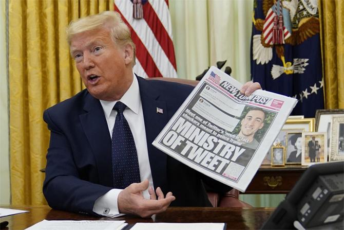 Trump sau khi ký sắc lệnh về mạng xã hội hôm 28/5. Ảnh:AP
