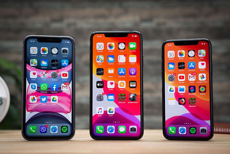 Giá bộ ba iPhone 11, 11 Pro và 11 Pro Max trên kệ hàng chính hãng đã thấp hơn niêm yết ban đầu 3,5 đến 5 triệu đồng. Ảnh: Unwire.