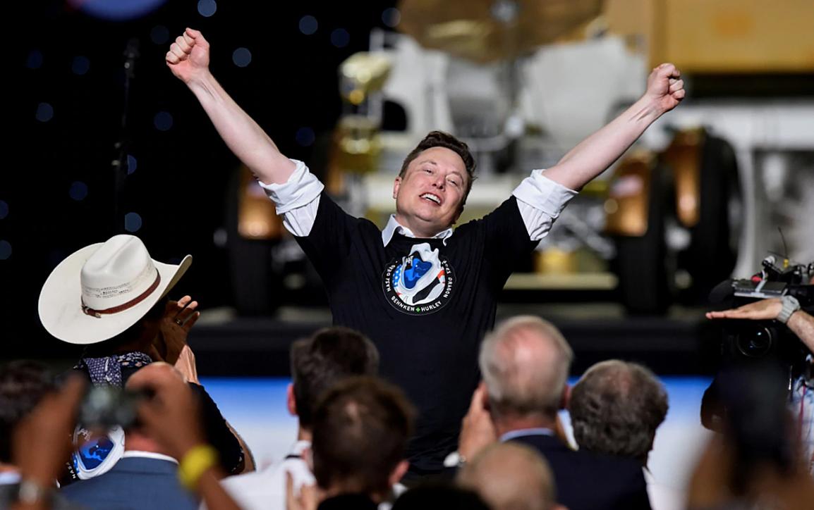 Elon Musk không phải tỷ phú duy nhất ở thung lũng Silicon ôm tham vọng du hành vũ trụ, thành công của SpaceX như là cú nổ giúp đẩy nhanh cuộc đua bay vào không gian của các công ty tư nhân. Ảnh: Reuters.