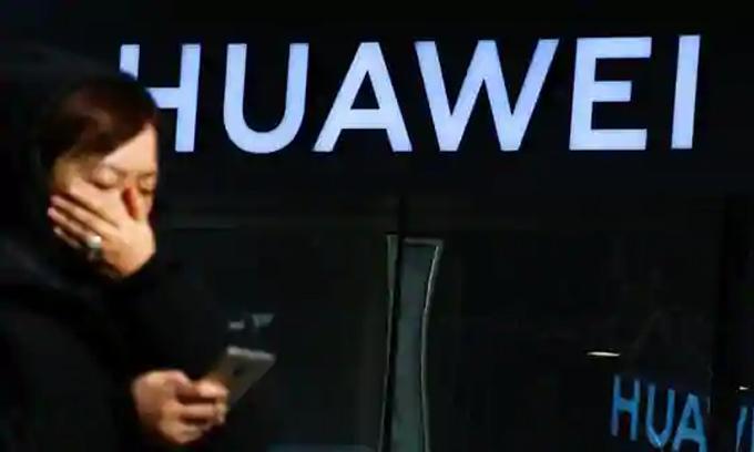 Khó khăn bủa vây Huawei. Ảnh: Reuters.